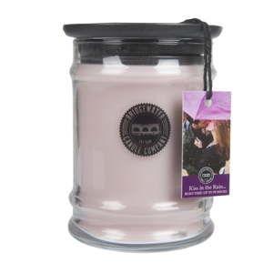 Svíčka s vůní ve skle Bridgewater candle Company Kiss In The Rain, doba hoření 65-85 hodin