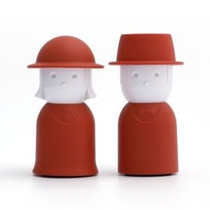 Červený set slánky a pepřenky Qualy&CO Mr.Pepper & Mrs. Salt